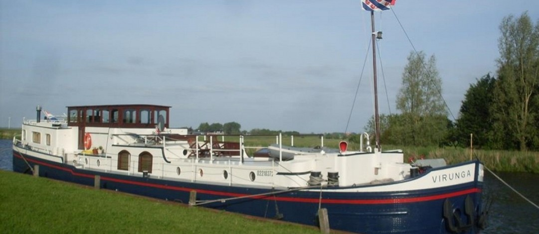 28.5m Luxury spits barge conversion