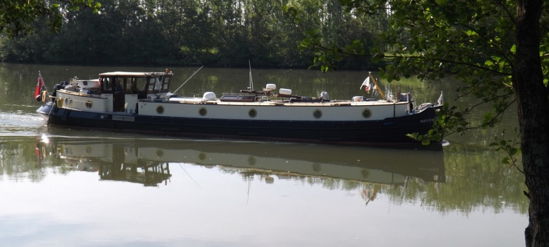 Immaculate 21m replica barge - £265,000